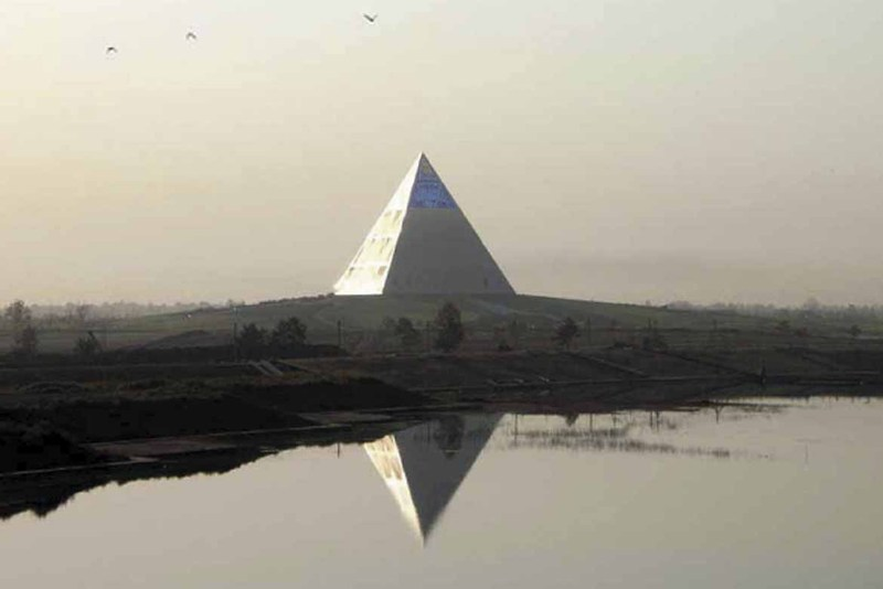 Pyramid_opening01